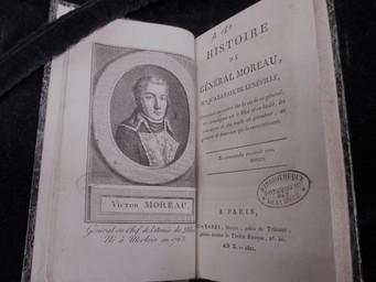 Histoire du général Moreau jusqu'à la paix de Lunéville... [par Cousin d'Avallon] | Cousin d'Avallon, Charles-Yves (1769-183.). Auteur